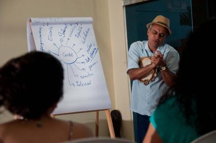 Professor Antônio Barreto ministra a Oficina de Literatura de Cordel / Foto: Julien Karl